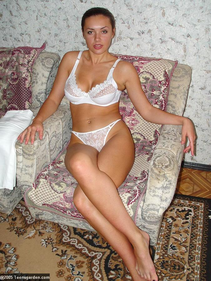 фото зрелых женщин в белых трусах
